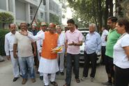 Shri Vijay Goel visits homes in Civil Lines for Ghar Ghar BJP