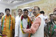 Shri Vijay Goel with leaders from Cong, JD-U, BSP and Independent Councillors